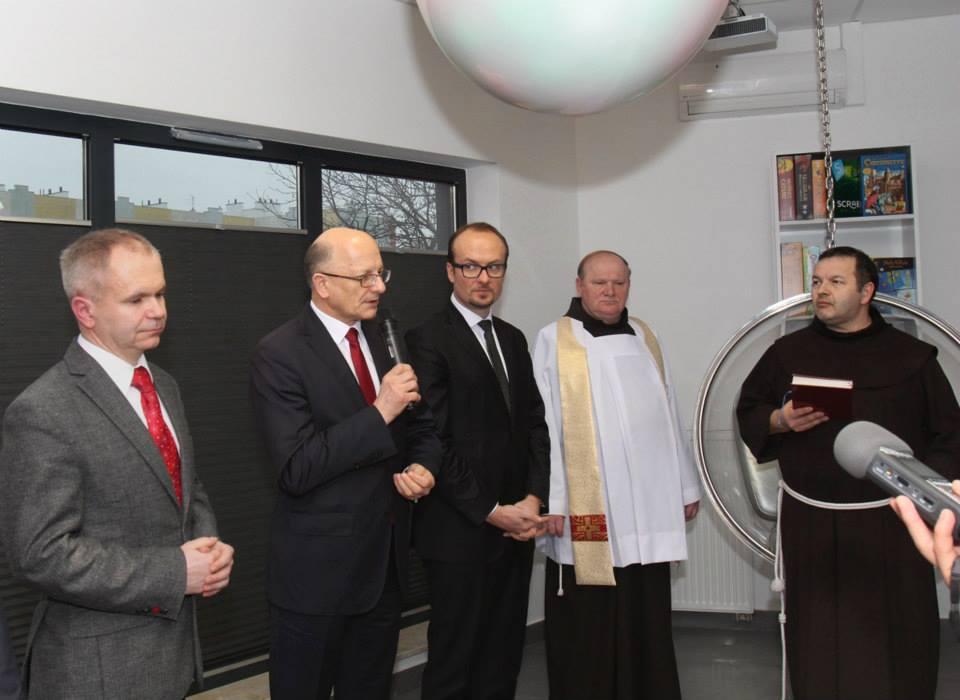 Prezydent Żuk otwiera bibliotekę.jpg